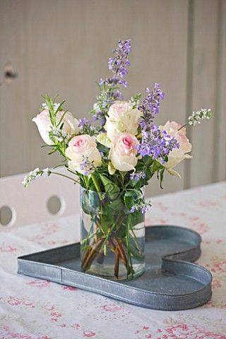 AMANDA_KNOX_HOUSE__GRANTHAM_DINING_ROOM_WITH_FLOWERS_IN_JUG_ON_METAL_HEART_TRAY__CABBAGES_AND_ROSES_