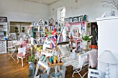 AMANDA KNOX SHOP  CAYTHORPE  LINCOLNSHIRE: INTERIOR OF AMNDAS SHOP - DECORATIVE COUNTRY LIVING
