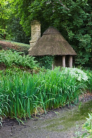 ASTHALL_MANOR__OXFORDSHIRE_HERMITAGE_BY_THE_POND_BUILT_OF_AOK_POSTS_AND_THATCH_BY_ISABEL_BANNERMAN