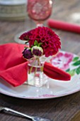 DAHLIA PLACE SETTING WITH DEEP BURGUNDY DAHLIAS AND FLORAL PLATE