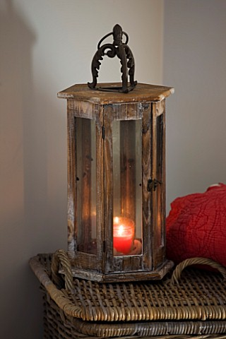 JACKY_HOBBS_HOUSE__LONDON_WICKER_BASKET___RED_THROW_AND_WOODEN_AND_GLASS_STROM_LANTERNS_WITH_CANDLES