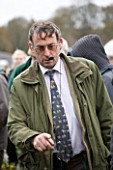 HOLLY AND MISTLETOE AUCTION  TENBURY WELLS  WORCESTERSHIRE - MISTLETOE AUCTIONEER NICK CHAPMAN