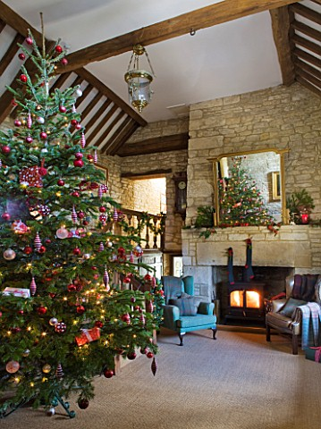 FULBROOK_HOUSE_GALLERIED_MAIN_HALL_WITH_COTSWOLD_STONE_FIREPLACE__LOG_BURNING_STOVE__MIRROR_AND_LEAT