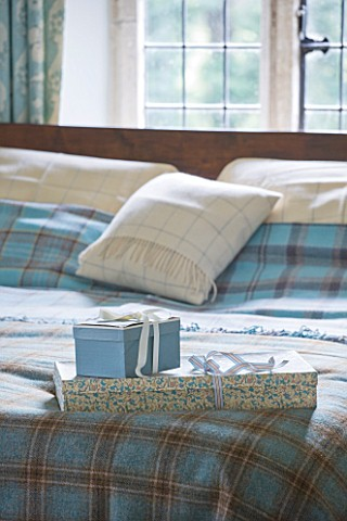 FULBROOK_HOUSE_MASTER_BEDROOM_BED_WITH_AQUA_PLAID_WOOL_THROW_FROM_COTSWOLD_WOOLLEN_WEAVERS