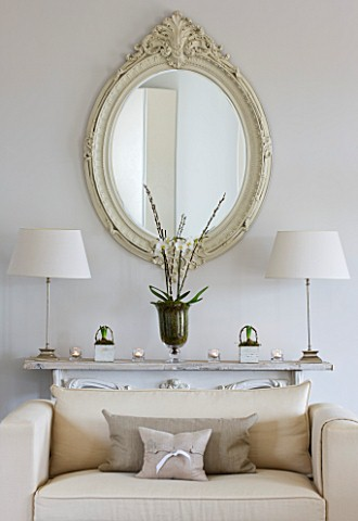 WHITE_HOUSE_FAMILY_ROOM_DECORATIVE_CREAM_WOODEN_FRAMED_MIRROR_ABOVE_WHITE_DECORATIVE_CONSOLE_TABLE_D
