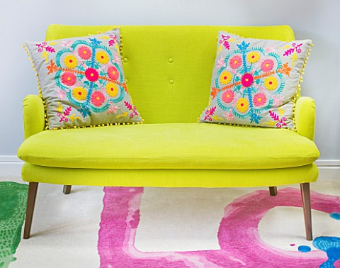 TARA_NASHKING_HOUSE__LONDON_DESIGNERS_GUILD_LINEN_SOFA_WITH_GRAHAM__GREEN_EMBROIDERED_CUSHIONS_IN_LI