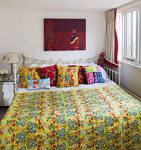 TARA_NASHKING_HOUSE__LONDON_APPLIQUED_CUSHIONS_AND_EMBROIDERED_BEDSPREAD_IN_THE_BEDROOM_OF_TARA_NASH