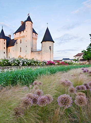 CHATEAU_DU_RIVAU__LOIRE_VALLEY__FRANCE_THE_CHATEAU_IN_EVENING_LIGHT_SEEN_FROM_THE_RAPUNZEL_GARDEN_WI