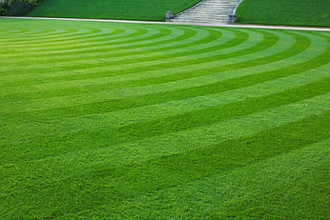 WORCESTER_COLLEGE__OXFORD_THE_FRONT_QUADRANGLE_WITH_BEAUTIFULLY_STRIPED_LAWN_IN_EVENING_LIGHT