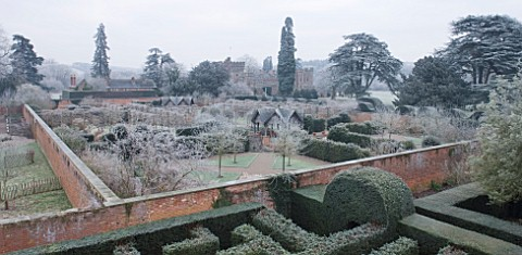 HAMPTON_COURT_CASTLE_AND_GARDENS__HEREFORDSHIRE_VIEW_FROM_THE_GOTHIC_TOWER_ACROSS_THE_YEW_MAZE_TO_TH