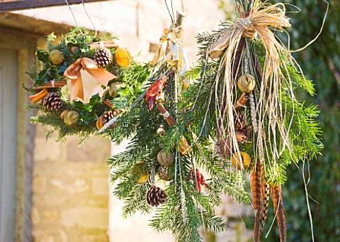 THE_GARDEN_AND_PLANT_COMPANY__HATHEROP__GLOUCESTERSHIRE_WREATHS__TIES_MADE_FROM_NATURAL_FOLIAGE__FRU