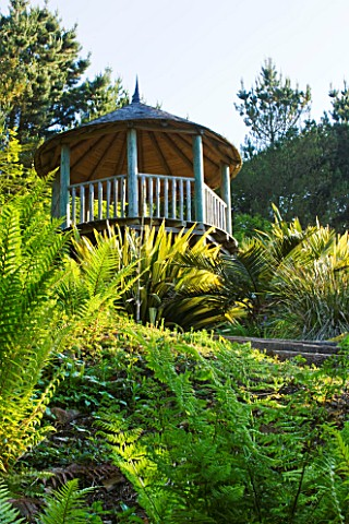 TREMENHEERE_SCULPTURE_GARDENS__CORNWALL_VIEW_UP_TO_GAZEBO_IN_THE_ARID__DRY_GARDEN