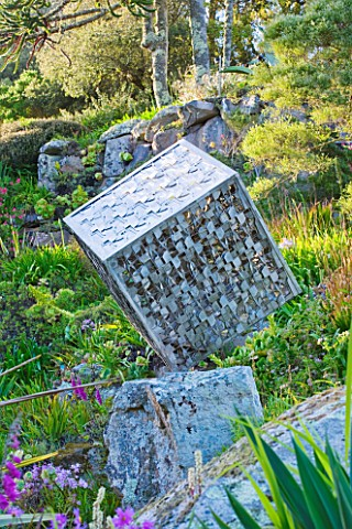 TRESCO_ABBEY_GARDEN__TRESCO___ISLES_OF_SCILLY_SCULPTURE__CUBE__BY_DAVID_LEAPER