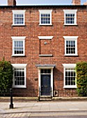 RICHARD CARNILL HOUSE  NOTTINGHAMSHIRE: RICHARDS RED BRICK GRADE 2 LISTED GENTLEMANS TOWN HOUSE IN SOUTHWELL  NOTTINGHAMSHIRE  DATES BACK TO 1820