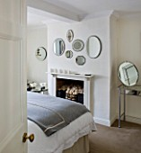 RICHARD CARNILL HOUSE  NOTTINGHAMSHIRE: DOUBLE GUEST BEDROOM: RICHARDS COLLECTION OF ANTIQUE WALL MIRRORS. MIRROR TABLE BY NICOLE FARHI HOME  WHITE BED LINEN FROM JOHN LEWIS