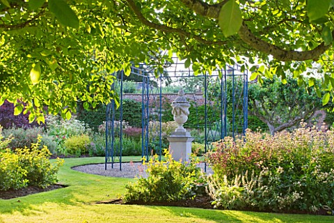 SLEDMERE_HOUSE_GARDEN_YORKSHIRE_CLASSICAL_URN_ON_A_PLINTH_BLUE_METAL_GAZEBO_LAWN_FOCAL_POINT_TRADITI