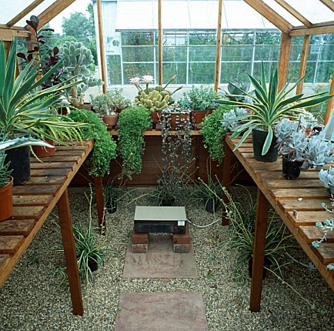 FAN_HEATER_IN_GREENHOUSE_TO_ENSURE_GOOD_AIR_CIRCULATION_AND_TO_CONTROL_TEMPERATURE