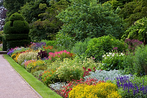 HERBACEOUS_BORDER_AT_NYMANS__SUSSEX__THE_NATIONAL_TRUST