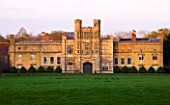 COUGHTON COURT  WARWICKSHIRE: GRADE 1 LISTED ENGLISH TUDOR COUNTRY HOUSE  ALCESTER  WARWICKSHIRE