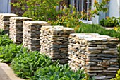 ARALIA GARDEN DESIGN - PATRICIA FOX: WEDNESDAY HOUSE: BEAUTIFUL STONE WALLS FORMING A BOUNDARY