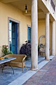 SICILY  ITALY: CASA CUSENI IN TAORMINA - TERRACOTTA AND MARBLE TILED TERRACE / PATIO WITH WRATTEN SEAT / CHAIR / BENCH - MEDITERRANEAN