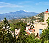 SICILY  ITALY: CASA CUSENI IN TAORMINA - VIEW TO MOUNT ETNA FROM ONE OF THE UPPER TERRACES  KITSONS HOUSE TO THE RIGHT - MEDITERRANEAN