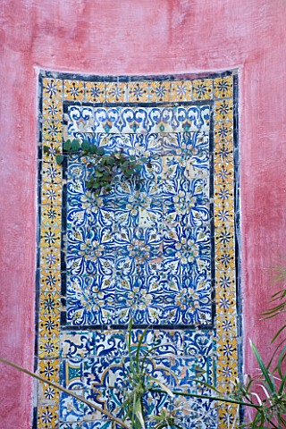 SICILY__ITALY_CASA_CUSENI_IN_TAORMINA__UPPER_TERRACE__ANCIENT_HAND_PAINTED_SICILIAN_AND_TUNISIAN_TIL