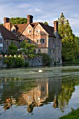 BIRTSMORTON COURT, WORCESTERSHIRE: THE HALF TIMBERED TUDOR WING DATING FROM THE 1930S SEEN ACROSS MOAT IN SUMMER