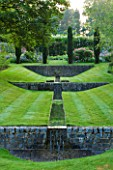 POULTON HOUSE GARDEN, WILTSHIRE: LAWN WITH A DESCENDING FLIGHT OF RILLS LIKE SHUTE HOUSE IN DORSET - COUNTRY GARDEN, GREEN, CLASSIC, WATER, WATER GARDEN