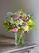 COMMON FARM FLOWERS, SOMERSET, SUMMER: FRESHLY CUT FLOWERS IN GLASS VASE ON TABLE - FLOWER, FLOWERS, BOUQUET, DISPLAY, ARRANGEMENT, FLORAL, FRESH, ALCHEMILLA MOLLIS, ROSES