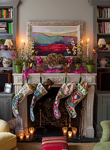BUTTER_WAKEFIELD_HOUSE_LONDON_FAMILY_ROOM_AT_CHRISTMAS_STOCKINGS_HANG_FROM_THE_MANTLEPIECE_ORCHIDS_A