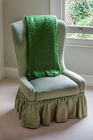 BUTTER_WAKEFIELD_HOUSE_LONDON_MASTER_BEDROOM_WITH_GREEN_OCCASIONAL_CHAIR_AND_THROW