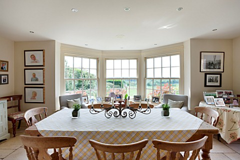BRILLS_FARM__LINCOLNSHIRE_DINING_AREA_WITH_WOODEN_TABLE_AND_CHAIRS