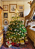 CASTLE HOWARD, YORKSHIRE: CHRISTMAS - LADY GEORGIANAS BEDROOM DECORATED FOR CHRISTMAS WITH A CHRISTMAS TREE - DECORATIVE, ORNAMENT, WINTER, NOVEMBER