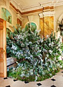 CASTLE HOWARD, YORKSHIRE: CHRISTMAS - THE GARDEN HALL DECORATED FOR CHRISTMAS WITH CHRISTMAS TREE - DECORATIVE, ORNAMENT, WINTER, NOVEMBER