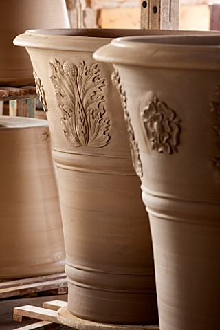 WHICHFORD_POTTERY_WARWICKSHIRE_LARGE_NEWLY_THROWN_BESPOKE_3_PIECE_ACANTHUS_TERRACOTTA_CONTAINERS_DRY