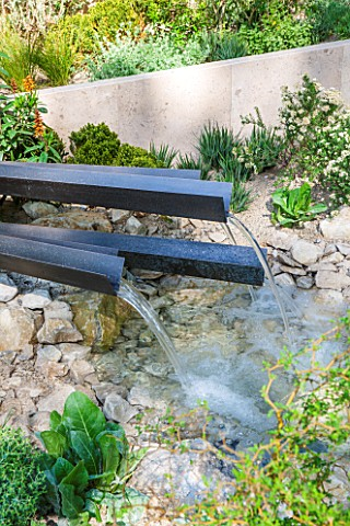 CHELSEA_FLOWER_SHOW_2016_TELEGRAPH_GAREDEN_DESIGNED_BY_ANDY_STURGEON_METAL_WATER_SPOUTS__FOUNTAIN_WA