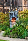 ARUNDEL CASTLE GARDENS, WEST SUSSEX: COLLECTOR EARLS GARDEN DESIGNED BY JULIAN AND ISABEL BANNERMAN. PATH, PATHS, SUMMER, GREEN