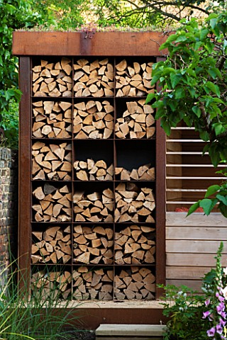 PRIVATE_GARDEN_LONDON_DESIGNED_BY_LUCY_WILLCOX_AND_ANA_SANCHEZ_MARTIN_CORTEN_STEEL_LOG_STORE_LOGS_FI