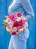 THE REAL FLOWER COMPANY:WOMAN HOLDING BEAUTIFUL POSY/FLORAL ARRANGEMENT WITH MIX OF DAVID AUSTIN ROSES, SENECCIO AND WILDFLOWERS. PRETTY,VINTAGE,FLOWERS,FRAGRANT