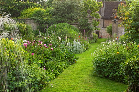 PYTTS_PLACE_BURFORD_DAWN_LIGHT_ON_VISTA_FROM_FOUNTAIN_TO_QUADRUPLE_PERENNIAL_BORDERS_WITH_FOXGLOVES_