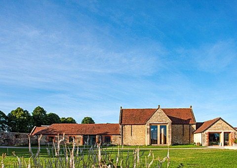 HAUSER__WIRTH_SOMERSET_DURSLADE_FARM__THE_FARMHOUSE_NOW_A_GALLERY_AND_ART_SPACE_SKY_BUILDING_TRADITI