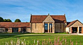 HAUSER & WIRTH, SOMERSET: DURSLADE FARM - THE FARMHOUSE, NOW A GALLERY AND ART SPACE. SKY, BUILDING, TRADITIONAL, GRASS