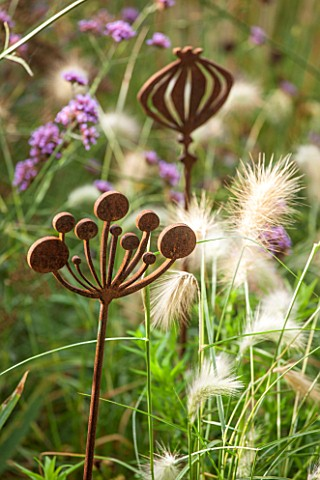 ANNE_GODFREYS_PRIVATE_GARDEN_HERTFORDSHIRE_OWNER_OF_DAISY_ROOTS_NURSERY_RUSTY_METAL_ALLIUM_SCULPTURE