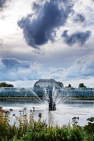 ROYAL_BOTANIC_GARDENS_KEW_FOUNTAIN_LAKE_AND_VICTORIAN_PALM_HOUSE_IN_AUTUMN__AFTERNOON_LIGHT_IRON_GLA