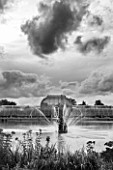 ROYAL BOTANIC GARDENS, KEW: BLACK AND WHITE IMAGE OF FOUNTAIN, LAKE AND VICTORIAN PALM HOUSE IN AUTUMN - AFTERNOON LIGHT, IRON, GLASS, WATER, ORNAMENT
