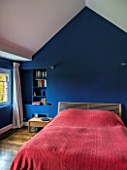 MORTON HALL, WORCESTERSHIRE: BEDROOM PAINTED FB DRAWING ROOM BLUE WITH BED AND INSET SHELVING/ALCOVE