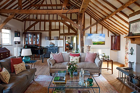 THE_COACH_HOUSESURREY_FAMILY_ROOM_WITH_EXPOSED_OAK_BEAMS_AND_PIANO_SOFAS_LARGE_GLASS_COFFEE_TABLE_BE