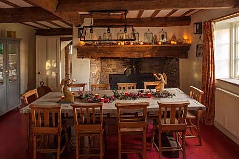 THE_FREETH_HEREFORDSHIRE_KITCHEN_DINER__WOODEN_FARMHOUSE_TABLE_SCHOOL_CHURCH_CHAIRS_GOLDEN_ANTIQUE_A
