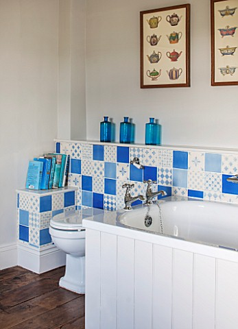 THE_FREETH_HEREFORDSHIRE_TURQUOISE_AND_WHITE_BATHROOM_BATH_TILES_TOILET_PRINTS